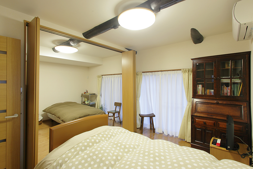 奥様と娘様の部屋は、開閉式の間仕切り戸にしてあり、将来の使い勝手も考えた間取りに。