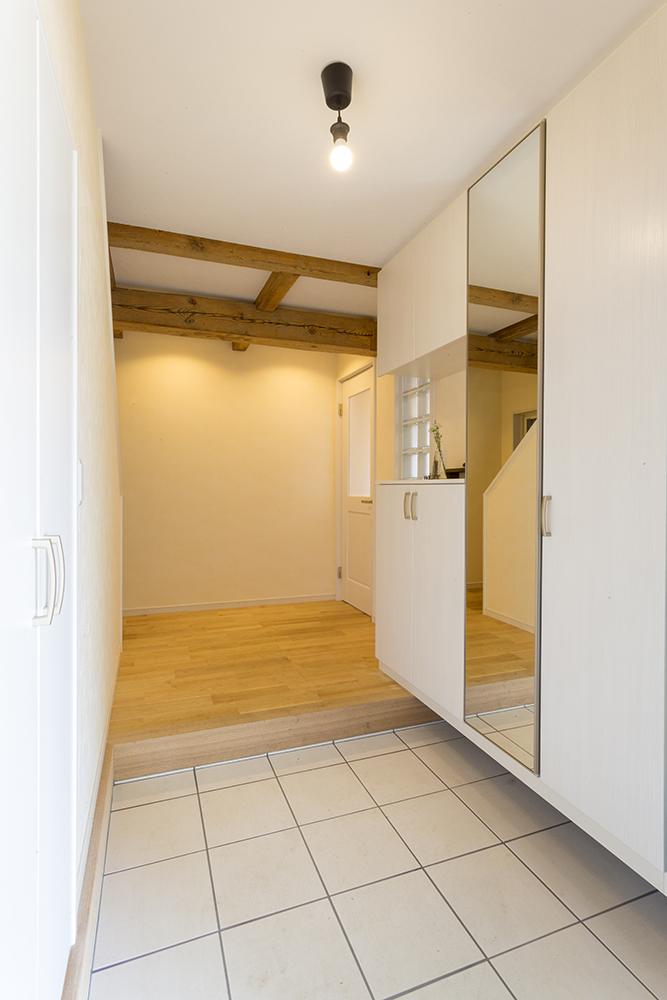 両サイドに収納があり、いつでもすっきり片付く玄関。