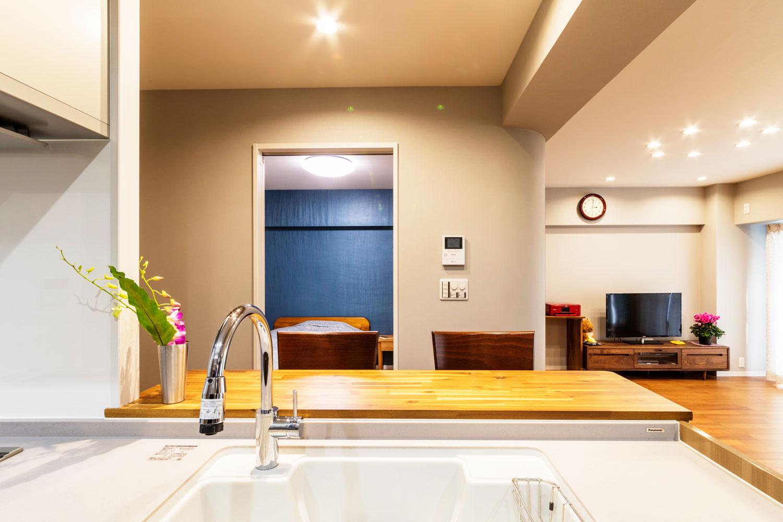 キッチンは対面式に。寝室やリビングを見渡すことができ、会話もはずみます。