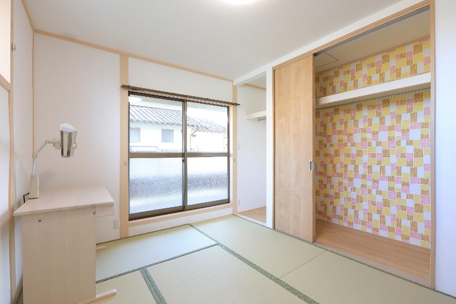 畳が好きな娘さんの部屋は和室のまま、クロス、天井、畳を一新。