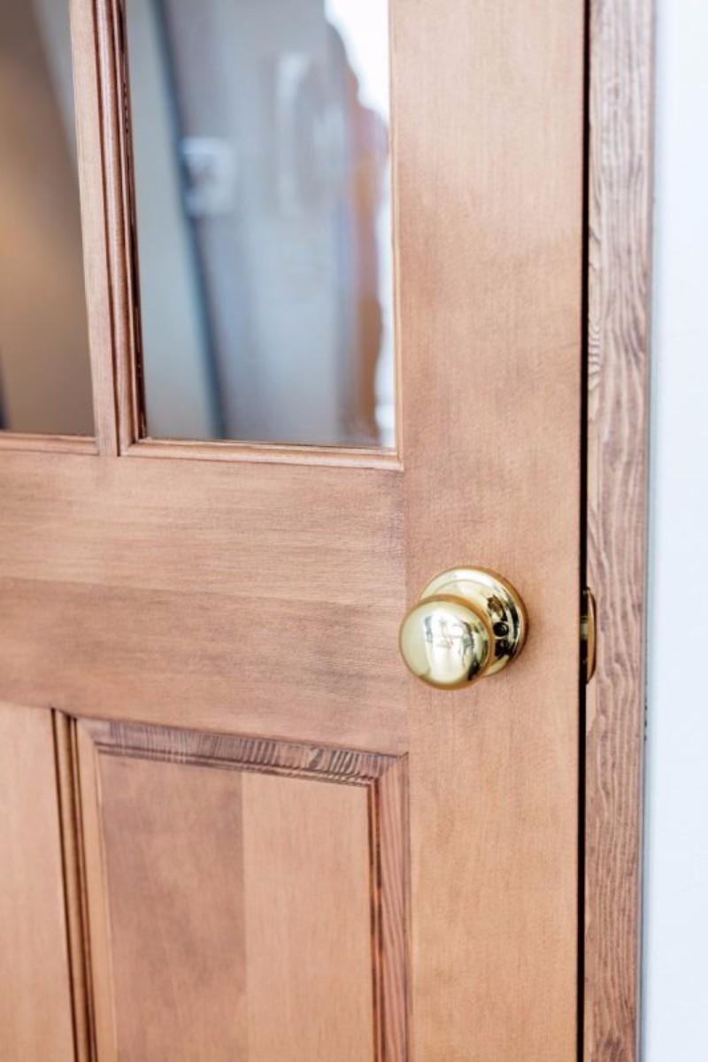 廊下からリビングに入るドアは探し回ってお気に入りを取り寄せました。
