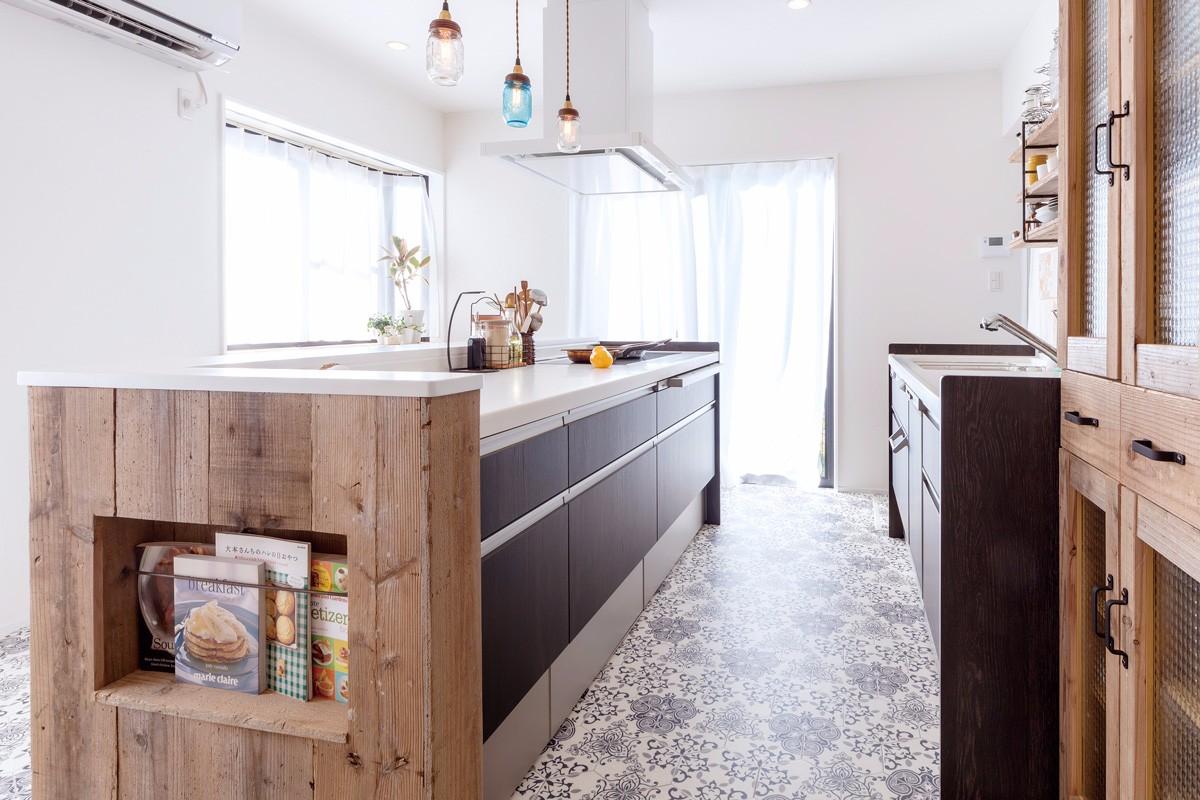 シンクとコンロが平行に配置された作業スペースの広いⅡ型キッチン