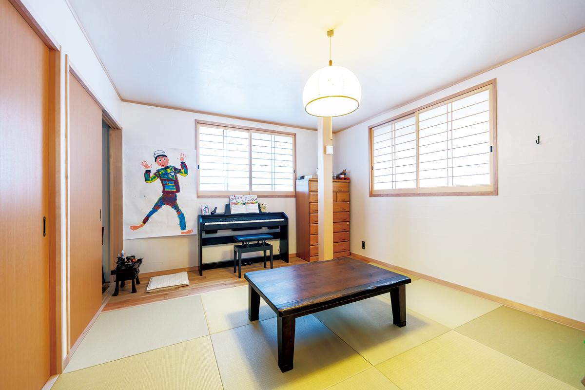 和室の掃き出し窓は外からの視線を遮るため、天井ギリギリの高さに変更。