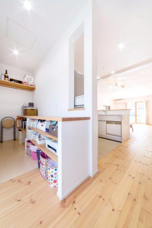 キッチンの背面に家事室を配し、使いやすく便利。