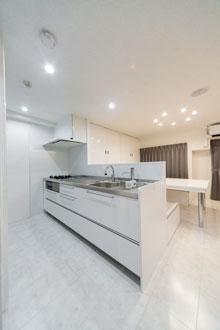 【広島市】ステンレス+白の清潔感あるキッチン