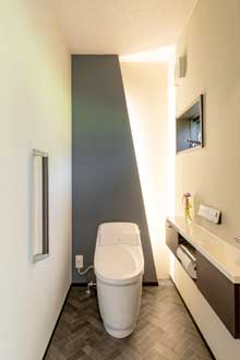 【竹原市】間接照明が格好いいとゲストにも好評のトイレ