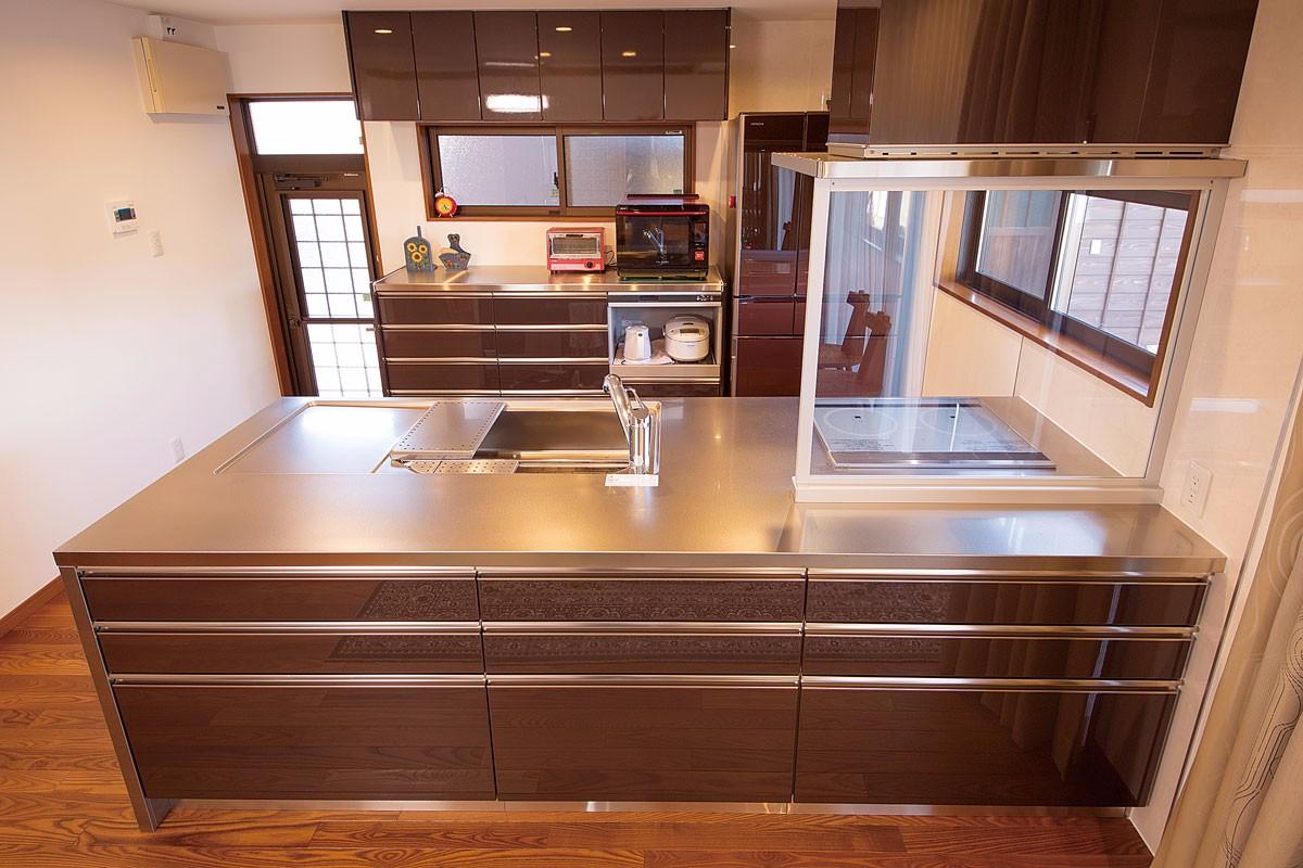 オールステンレスの対面式キッチン