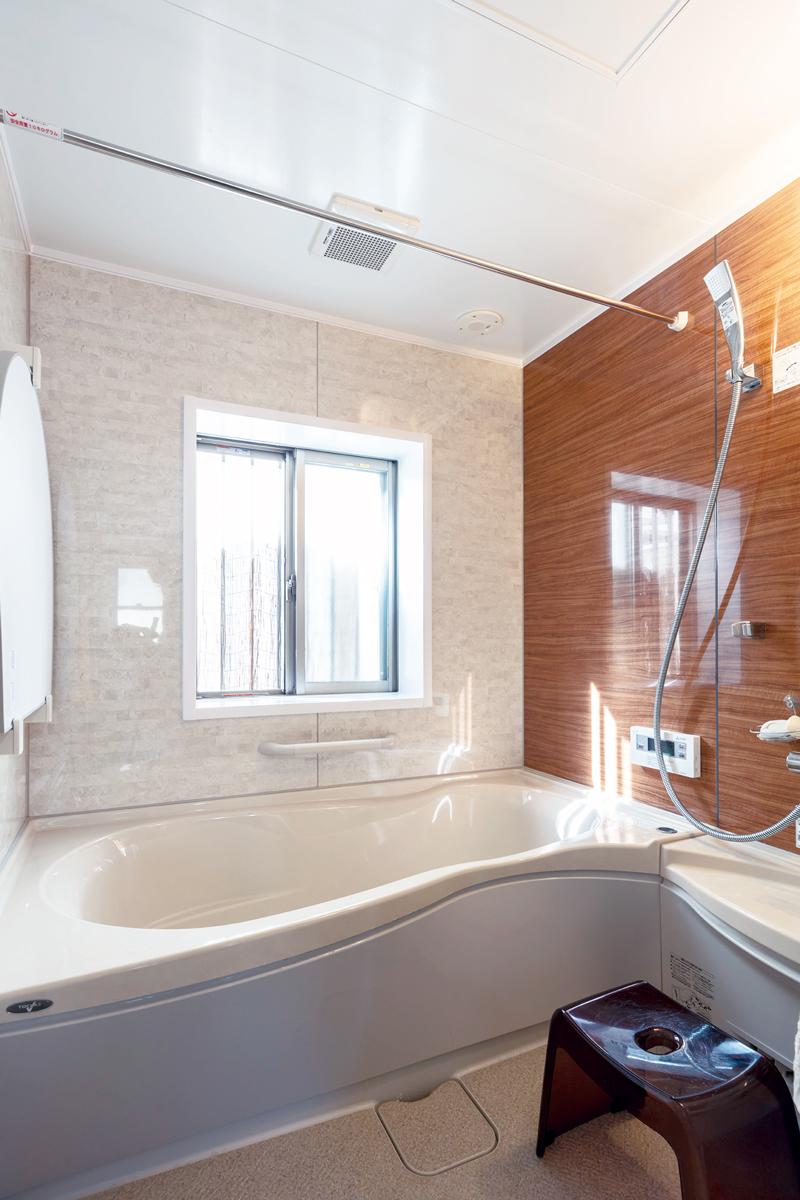 広すぎた浴室はサイズダウン。トクラスのミスト付ユニットバスを取り入れました。