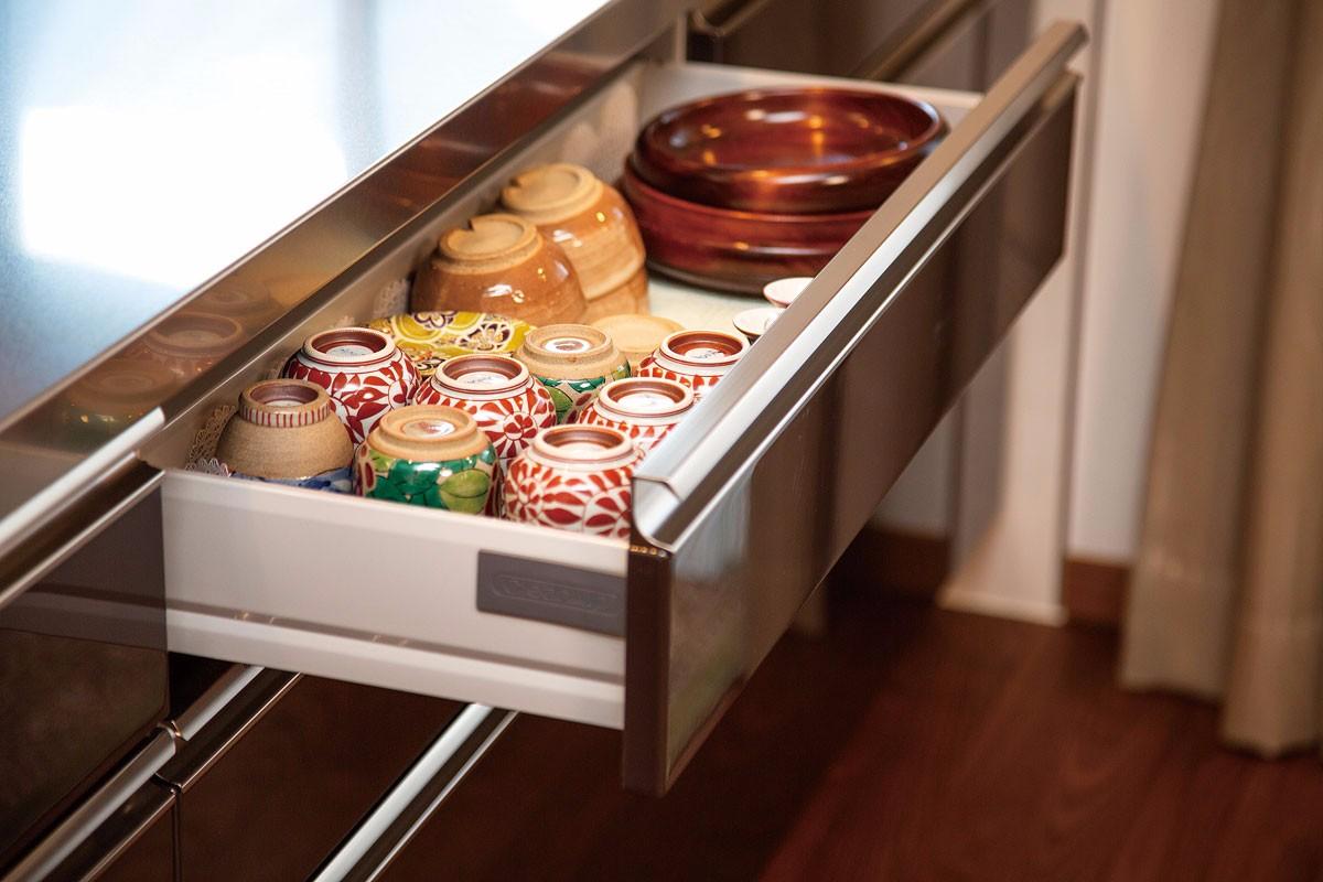 収納が増え、食器類も隠せて納められると奥さまに好評