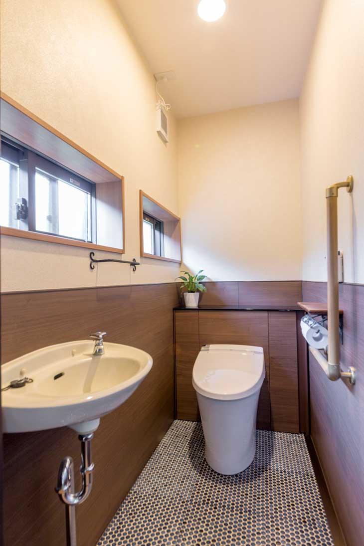 呉市|古民家のレトロな雰囲気を残すトイレ