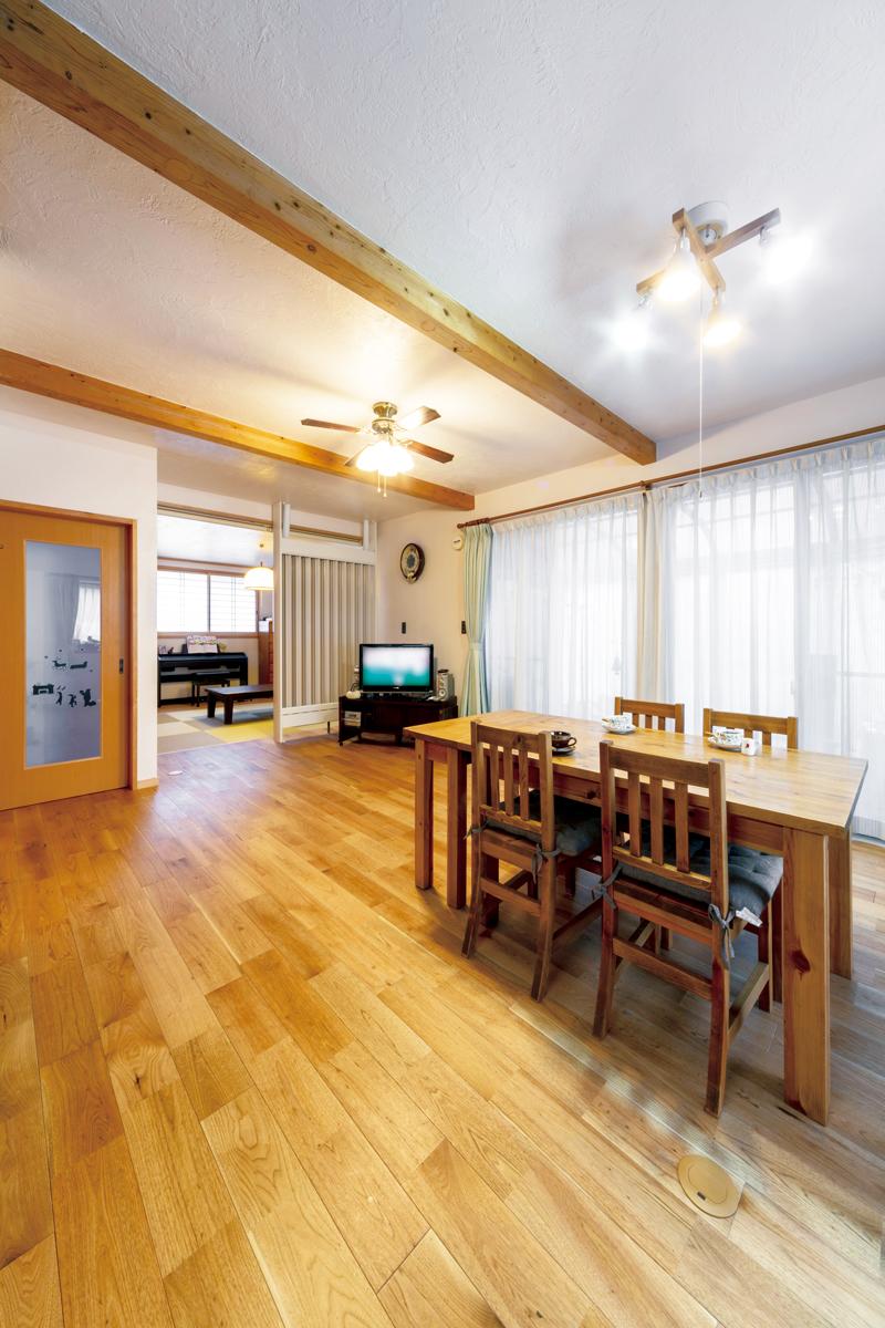 全ての天井、壁に光冷暖専用の漆喰を塗っています。床はクルミの無垢材。