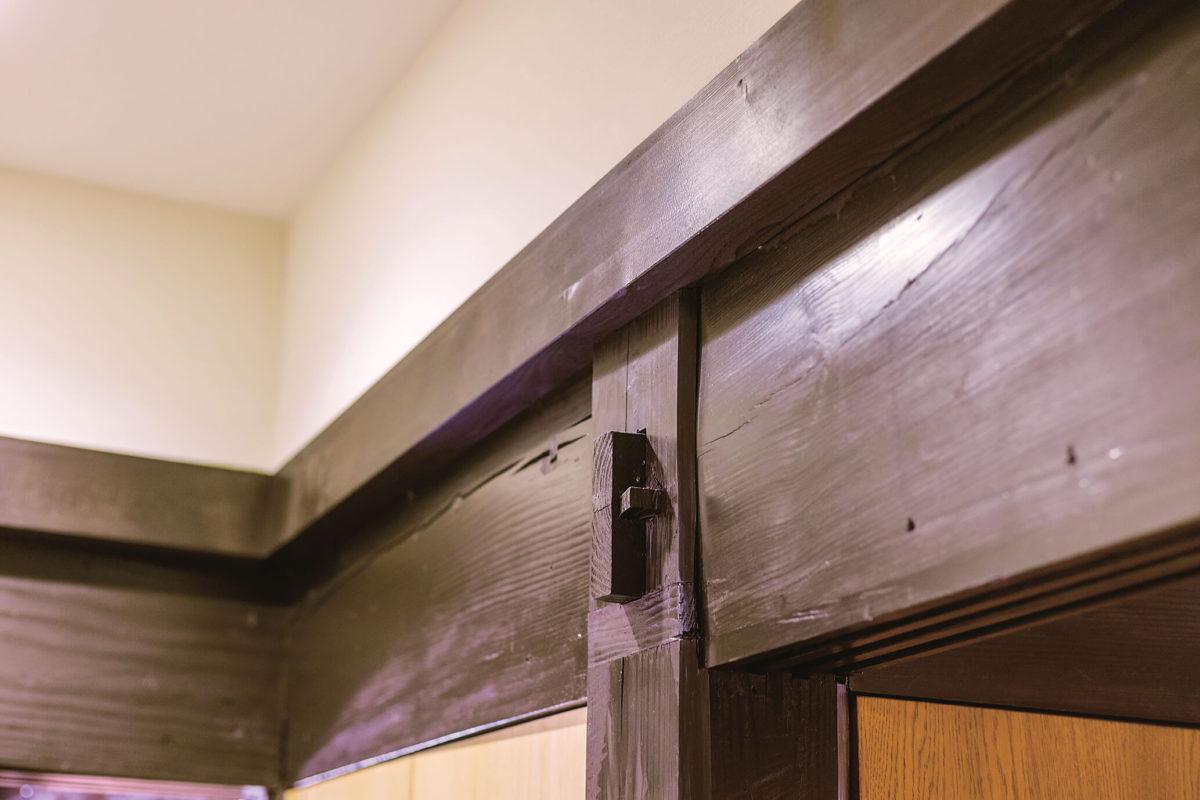 クギ、ネジを使用しない木組みの技法。伝統的な技法も活かしながら再生されました。