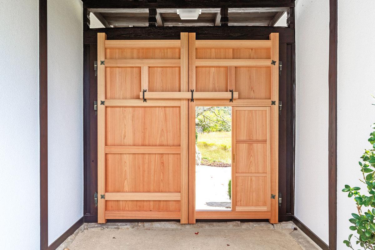 杉、ヒノキ、ケヤキ、クリの4種類が使い分けられていたため、同じ木材を揃えて修復。
