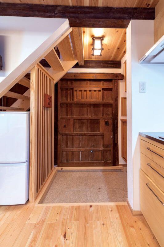 階段を掛け替えたことで、限られた空間を最大限に使えるようになりました。