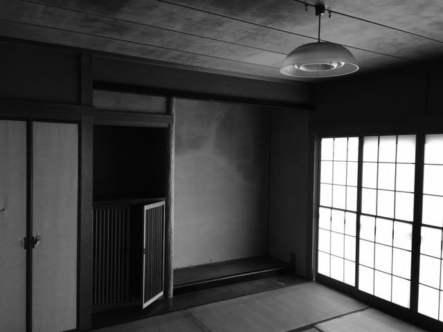 狭く、薄暗かった和室は明るいリビングに生まれ変わりました。
