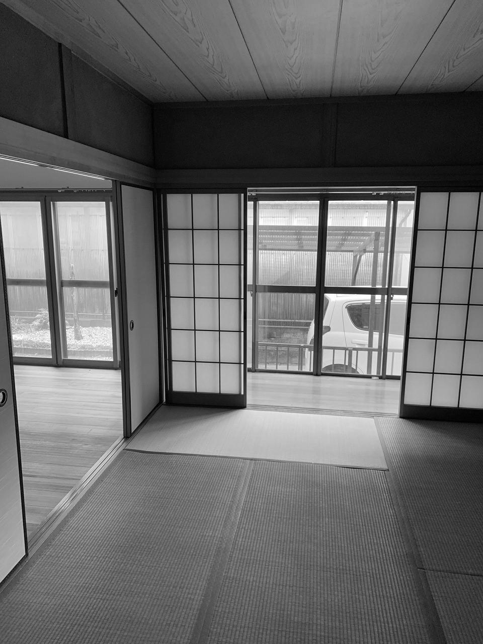南面は3部屋に区切られ、建具に囲まれた広縁つきの和室は、現代の生活には合っていませんでした。