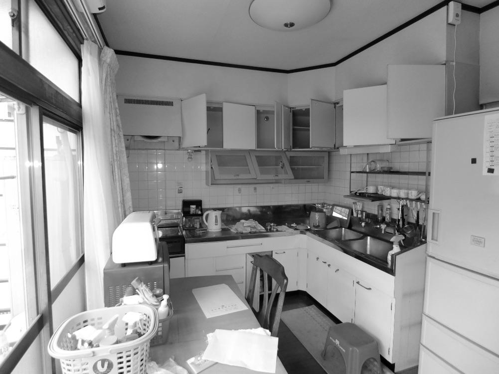 デッドスペースが多く、シンク下の収納も不十分だったL字型キッチン。