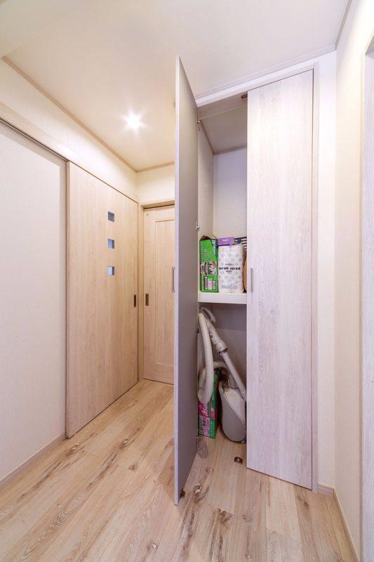 広すぎたトイレのスペースをカットして収納に