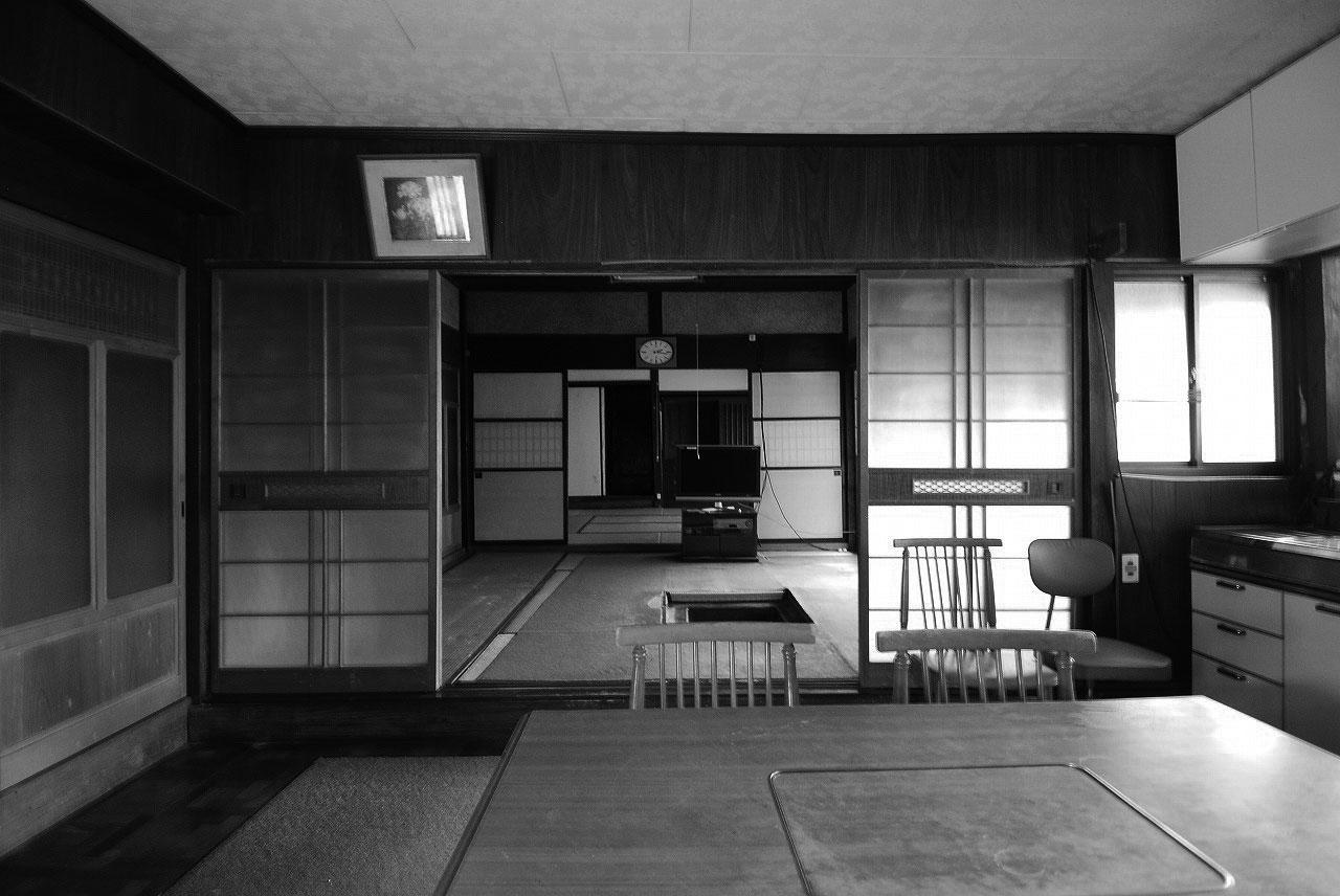 DKと高さの違う和室の続き間がつながる間取りは、子育てには不向きでした。