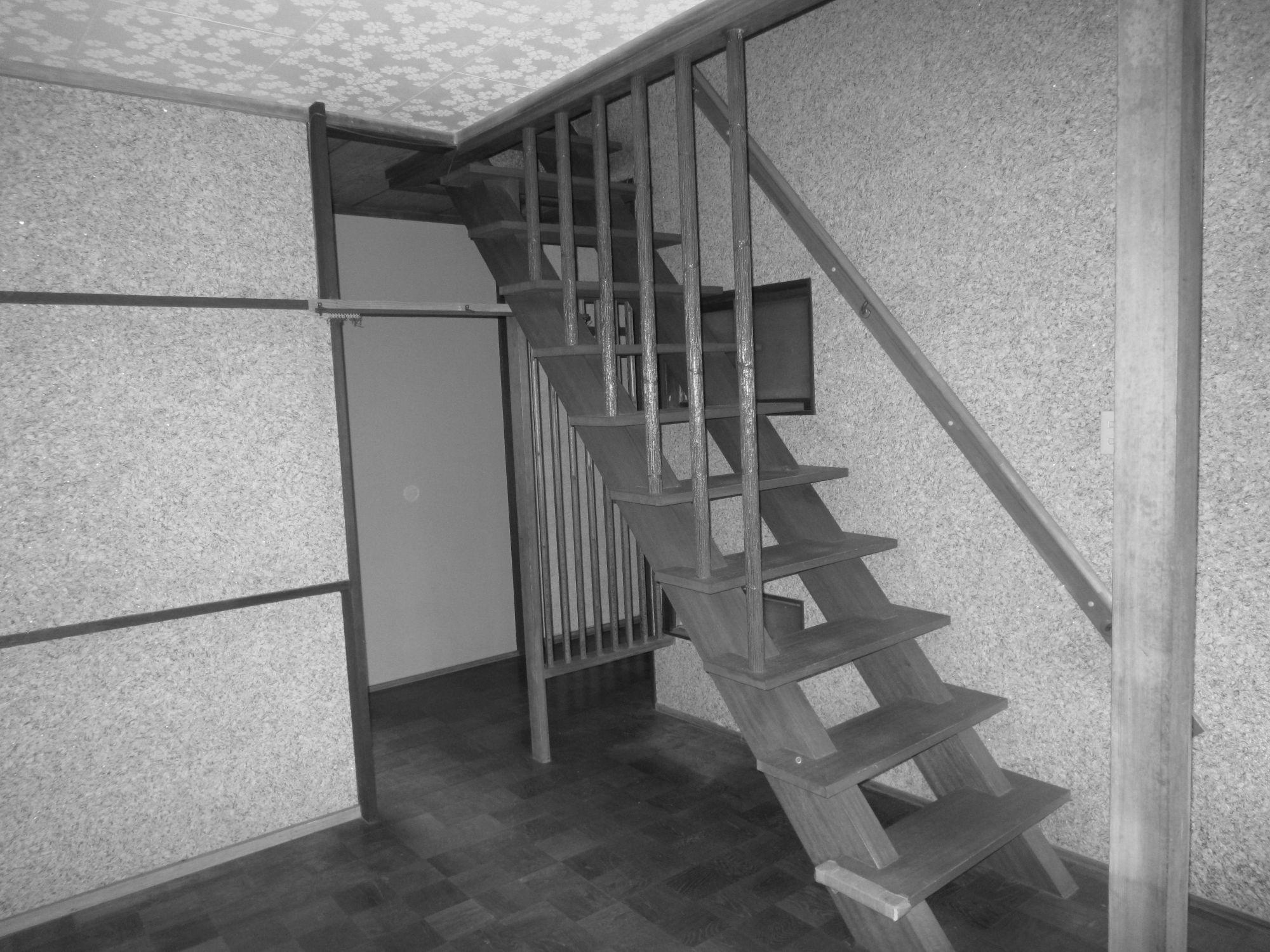 1階の階段周りのスペースは、使い勝手の悪いレイアウトでした。