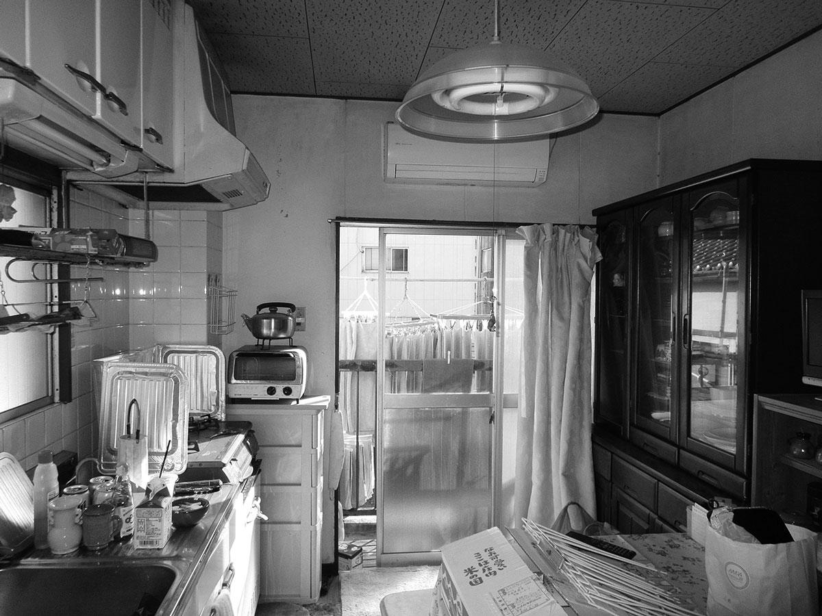 作業台が低く使いづらかった以前のキッチン台。