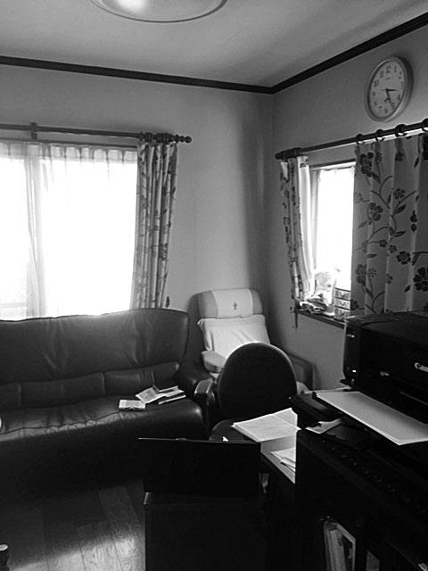 以前のダイニングには、ソファやイスがいくつも置かれていました。