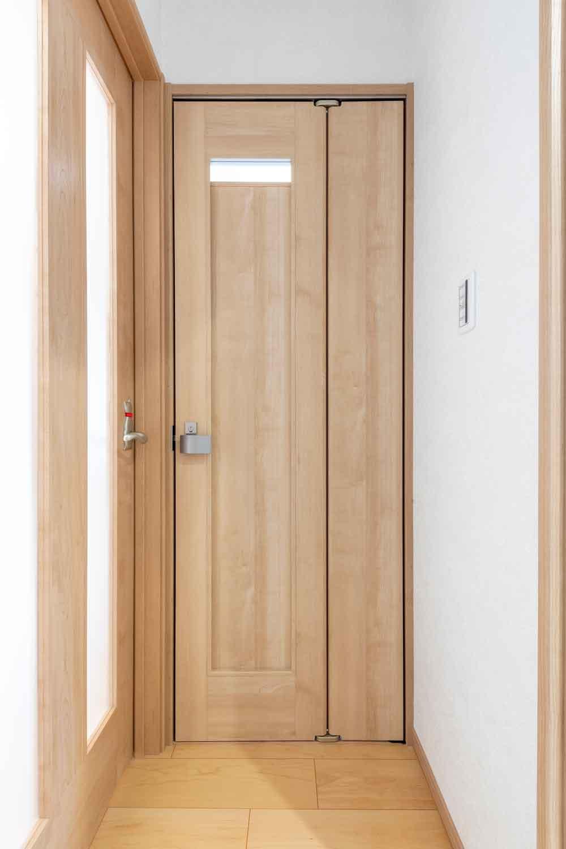 広島市|折れ戸で出入りが楽なトイレドア