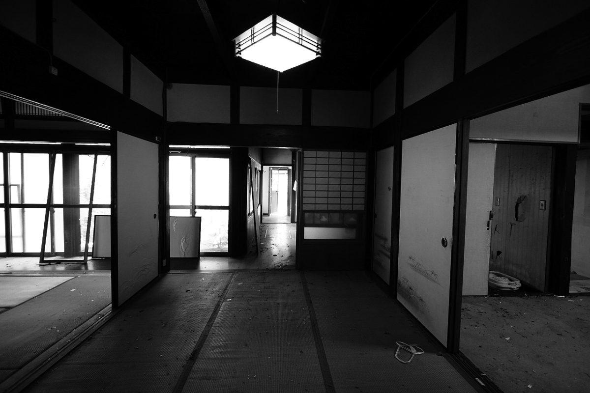 築100年の古民家は、和室が田の字に並ぶ等、使いづらい間取りでした。