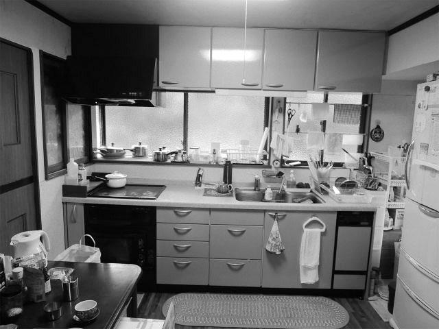 以前のキッチンは、一番奥まった部屋にあり、独立したタイプでした。