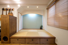 【広島市】寝転んだり、腰かけたり、収納もできる!リビングの畳コーナー