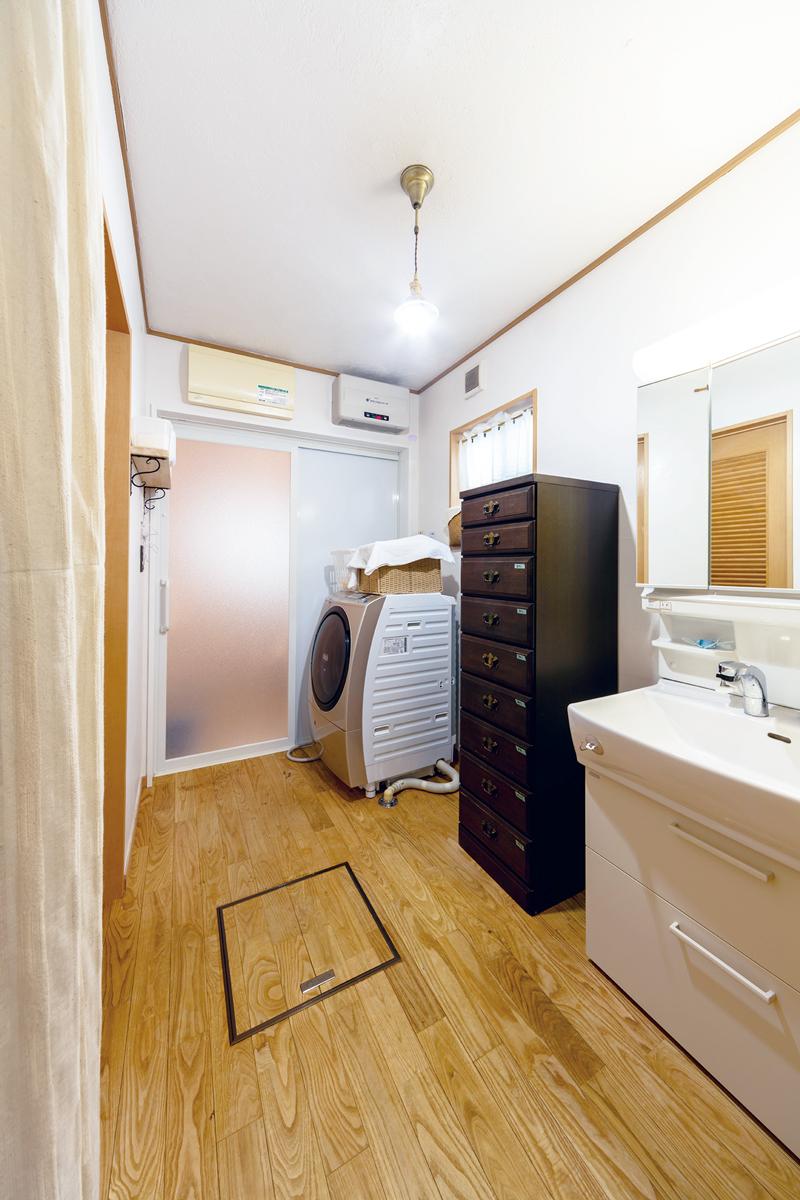広い洗面脱衣室も光冷暖で寒暖差がなくなりました。