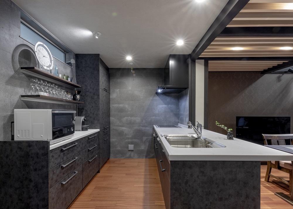 竹原市|黒を基調とした男前キッチン「ラクシーナ」